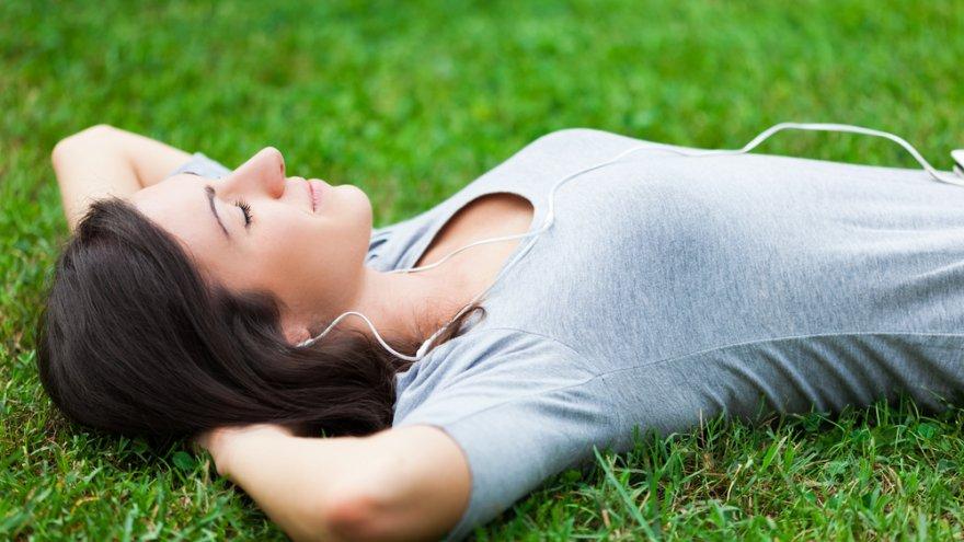 kodus; woman; relax; outdoors